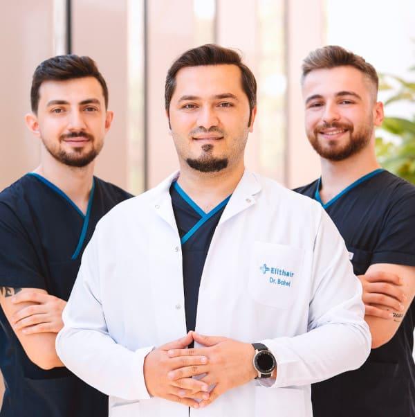 Dr. Balwi avec l'équipe médicale Elithair