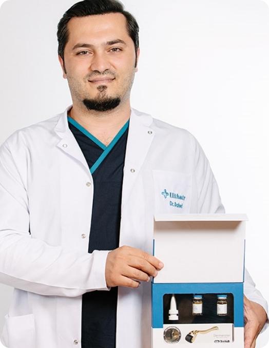 Le Dr Balwi tenant un kit NEO FUE d'Elithair