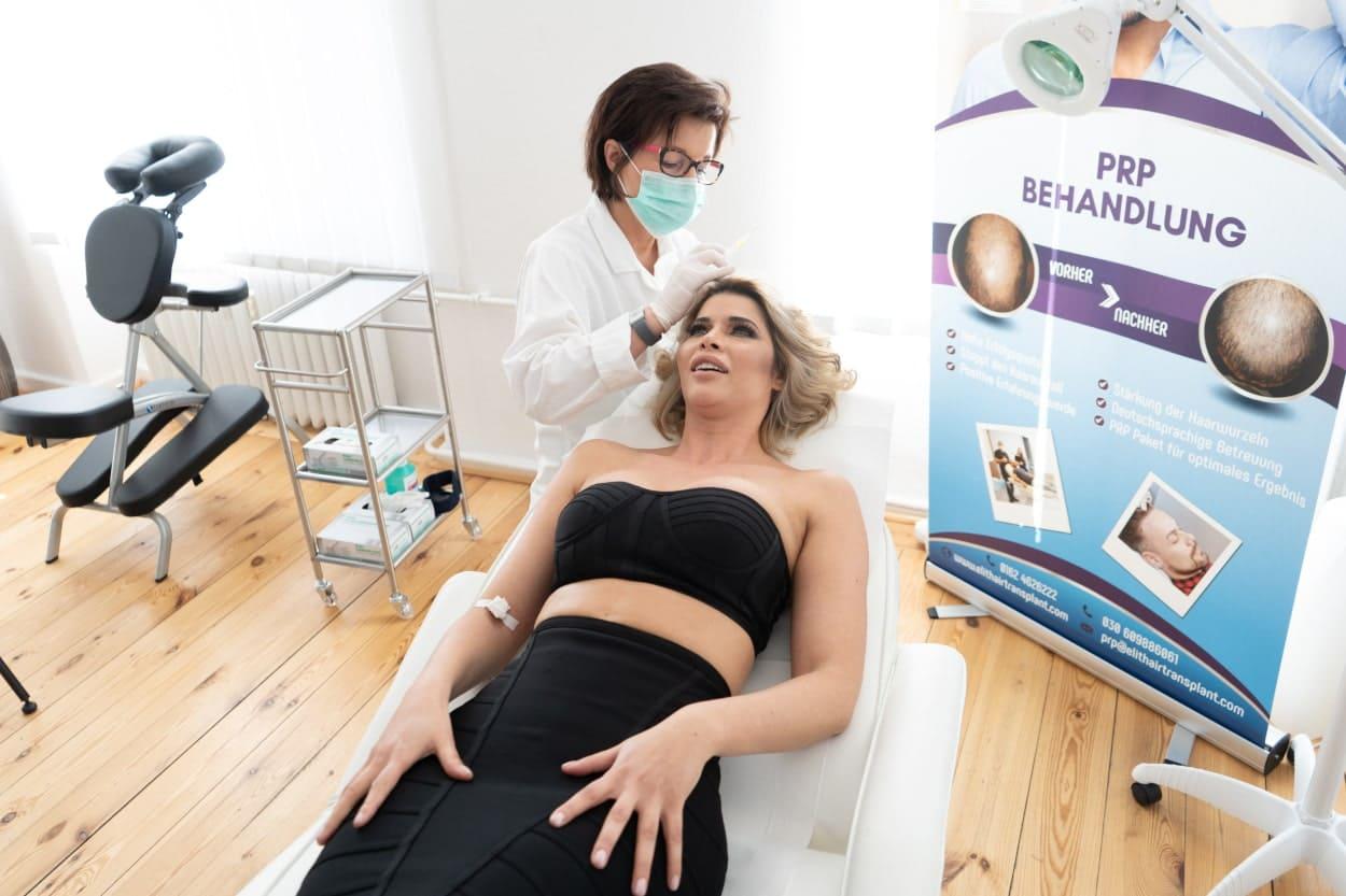 Michaela Schäfer bei einer PRP Behandlung