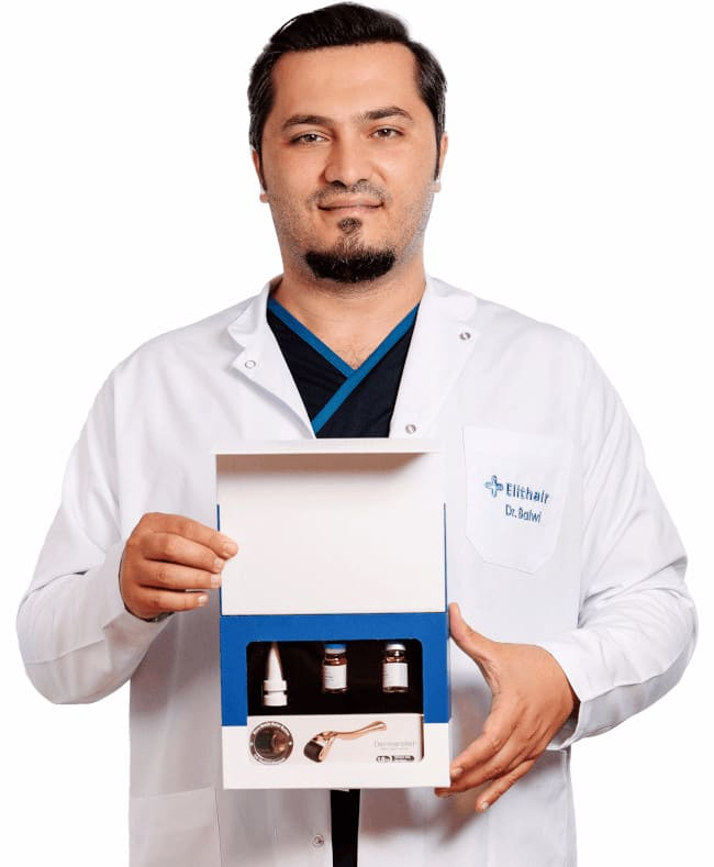 Il dr Balwi che tiene un kit per il trattamento NEO FUE tra le mani